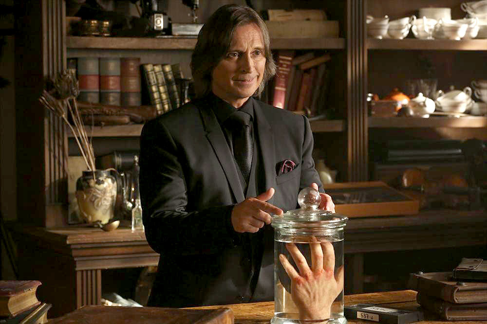 'Once Upon a Time': Anna's contract, Hook's date and 'The Apprentice'