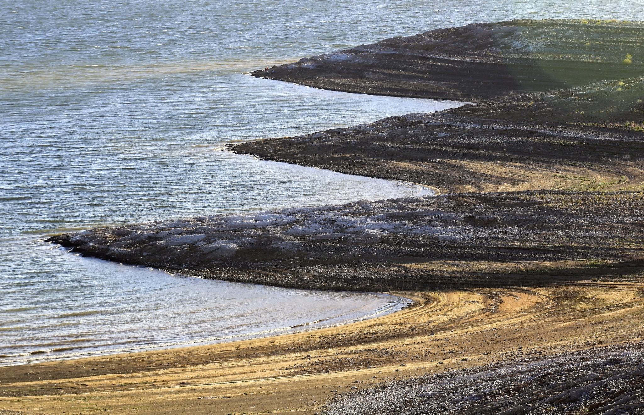 Amid California's drought, a bruising battle for cheap water