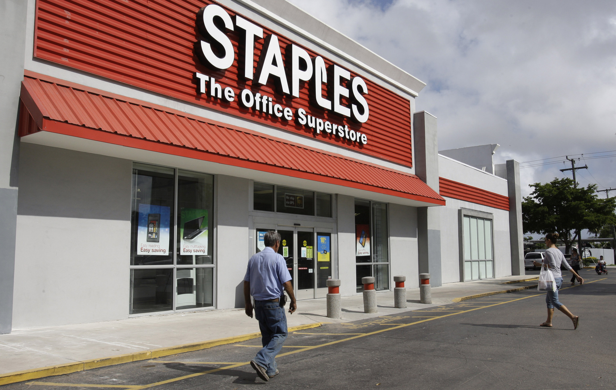 Staples investigates possible data breach