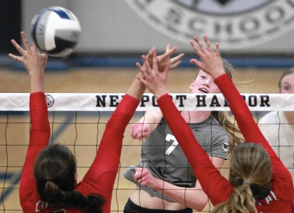 Girls Volleyball Sailors Lose In Five Daily Pilot