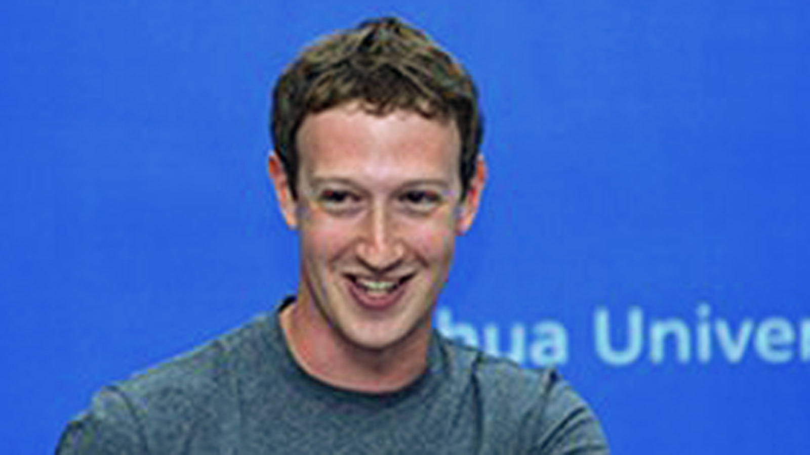 Facebook's Zuckerberg speaks Chinese in Beijing visit