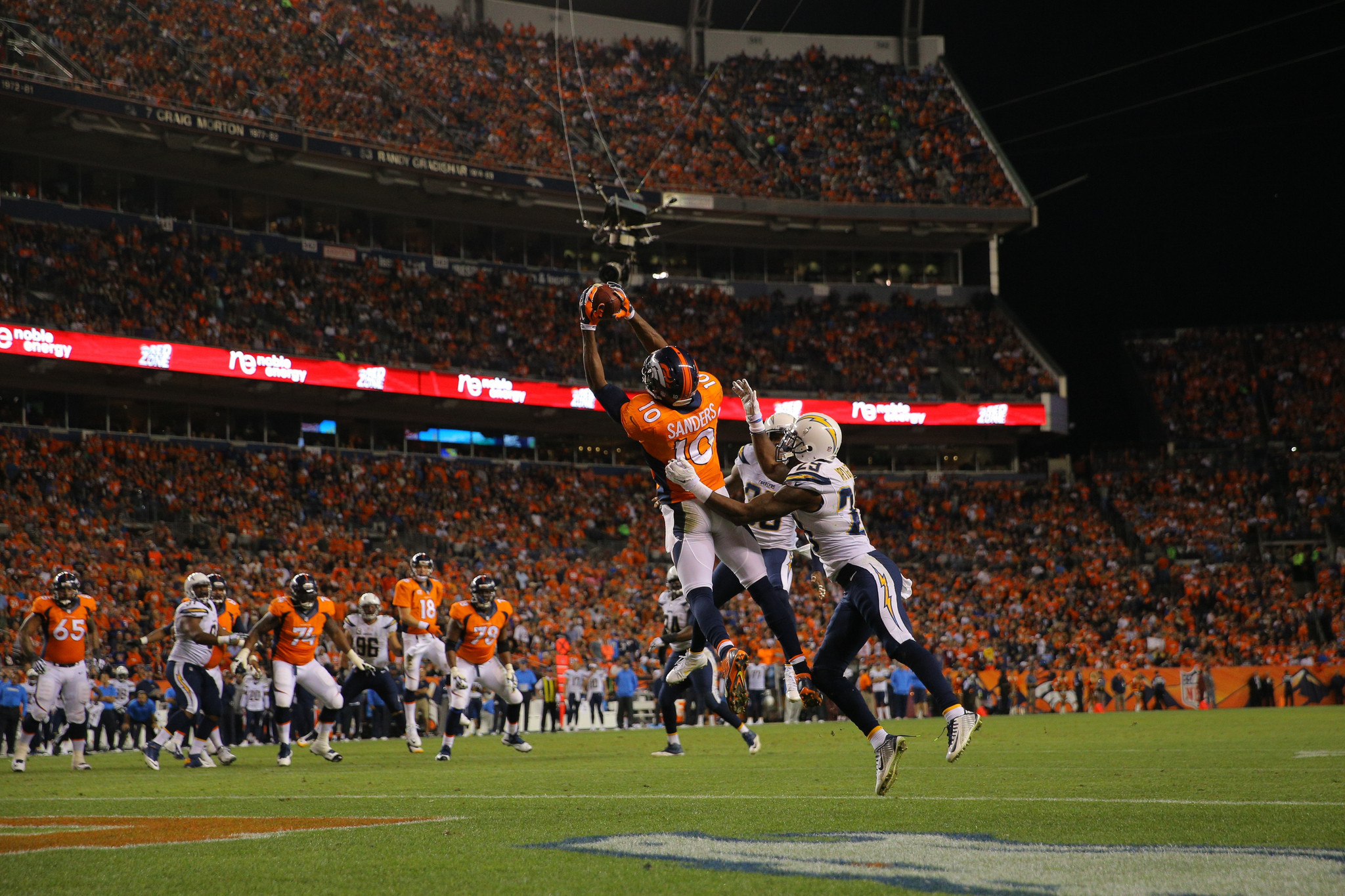 Peyton Manning throws 3 TDs as Broncos top Chargers 35-21