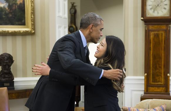 Obama and nina pham president barack obama hugs nurse nina pham