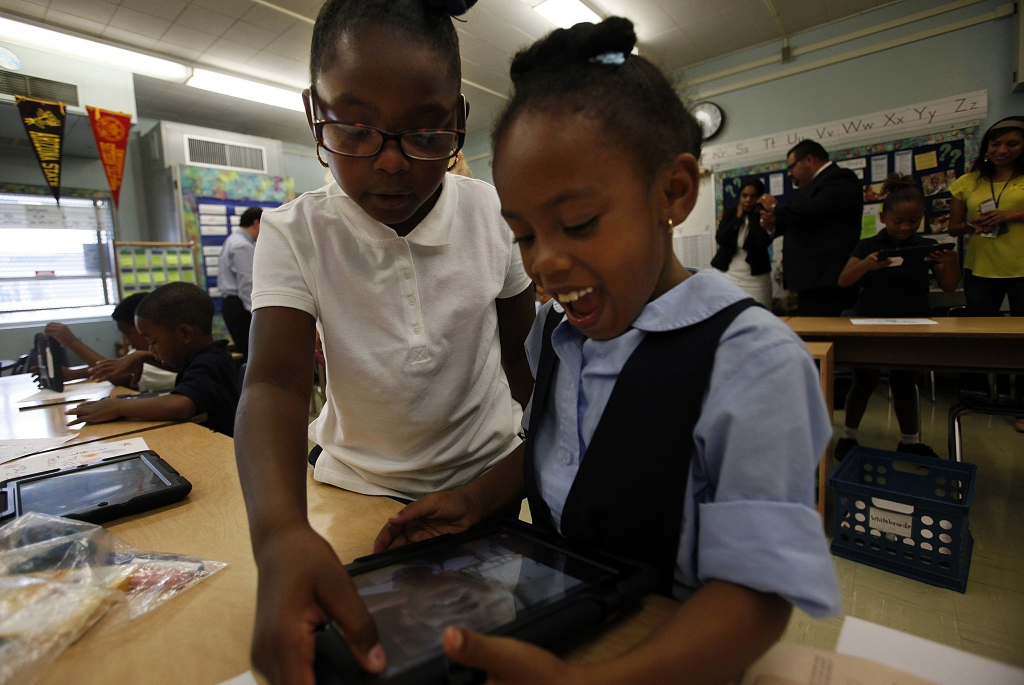 Ipads In Elementary Schools L.A. Unified st...