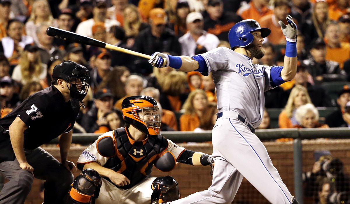 Royals edge Giants, 3-2, to take 2-1 lead in World Series