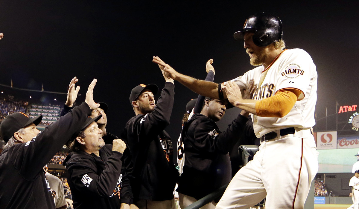 Giants rally to beat Royals, 11-4, tie World Series