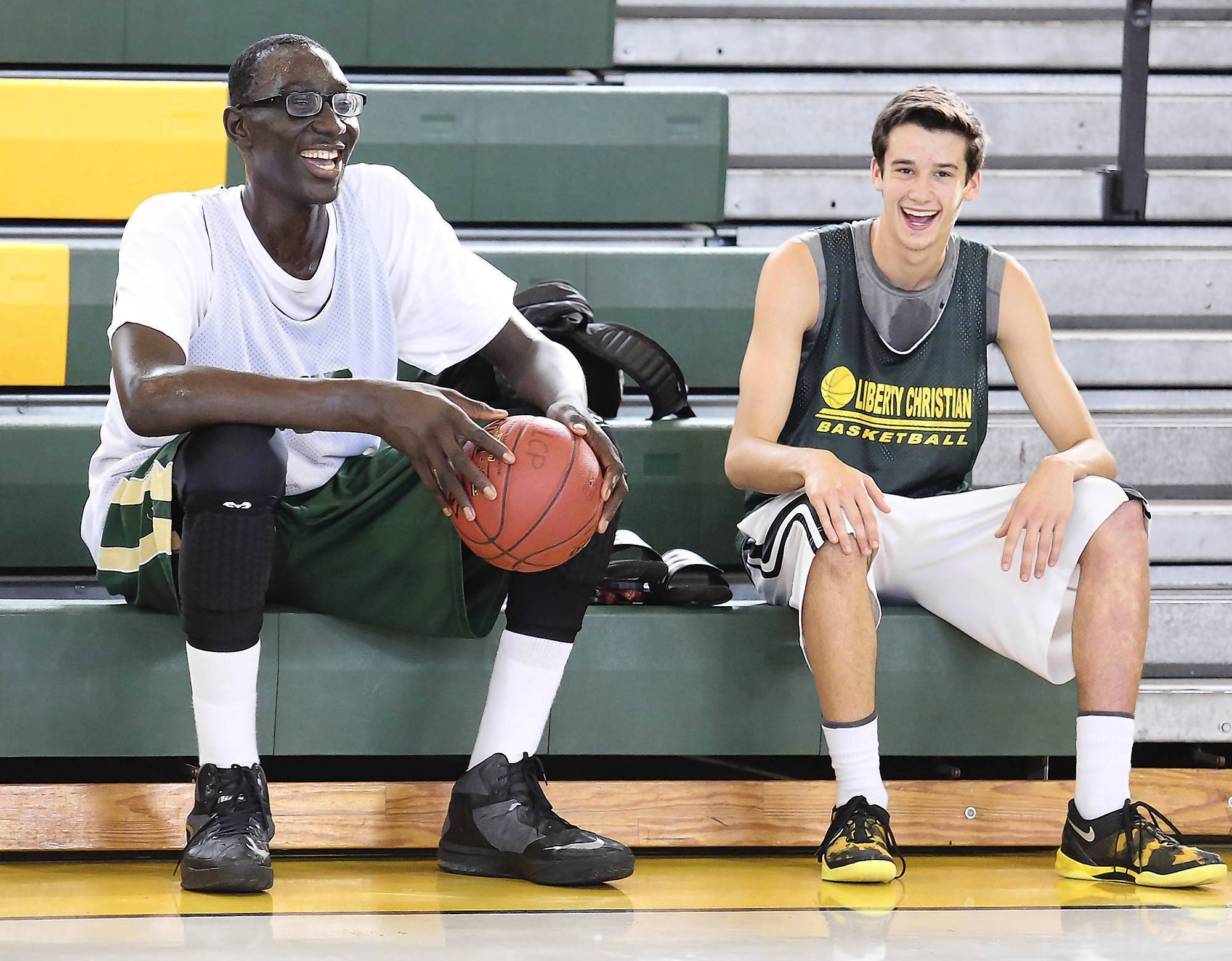 7-foot-6 Tacko Fall commits to UCF, picking Knights over ...