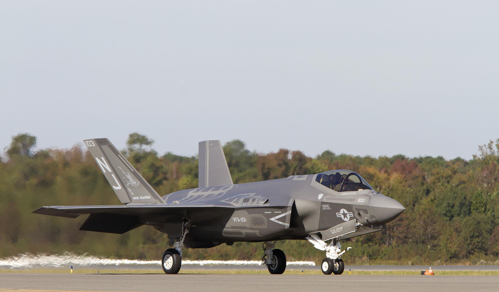 F 35 News >> Video: F-35c aircraft lands at NAS Oceana - Daily Press
