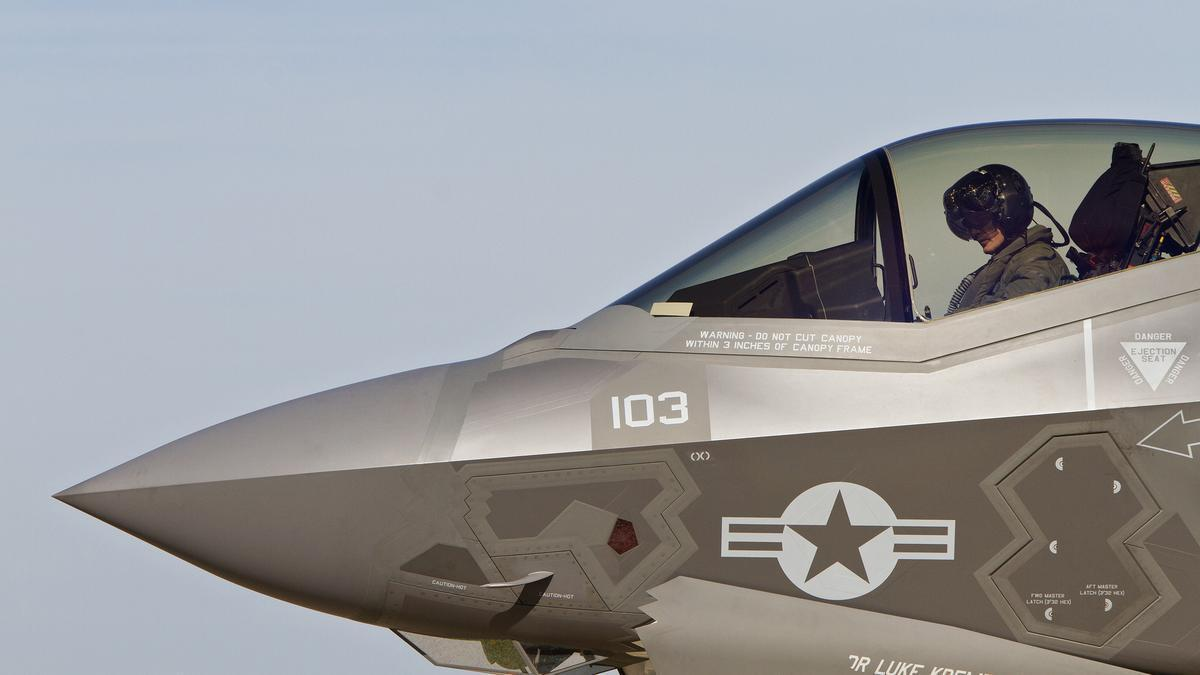 & F-35C makes first landing at Oceana - Daily Press