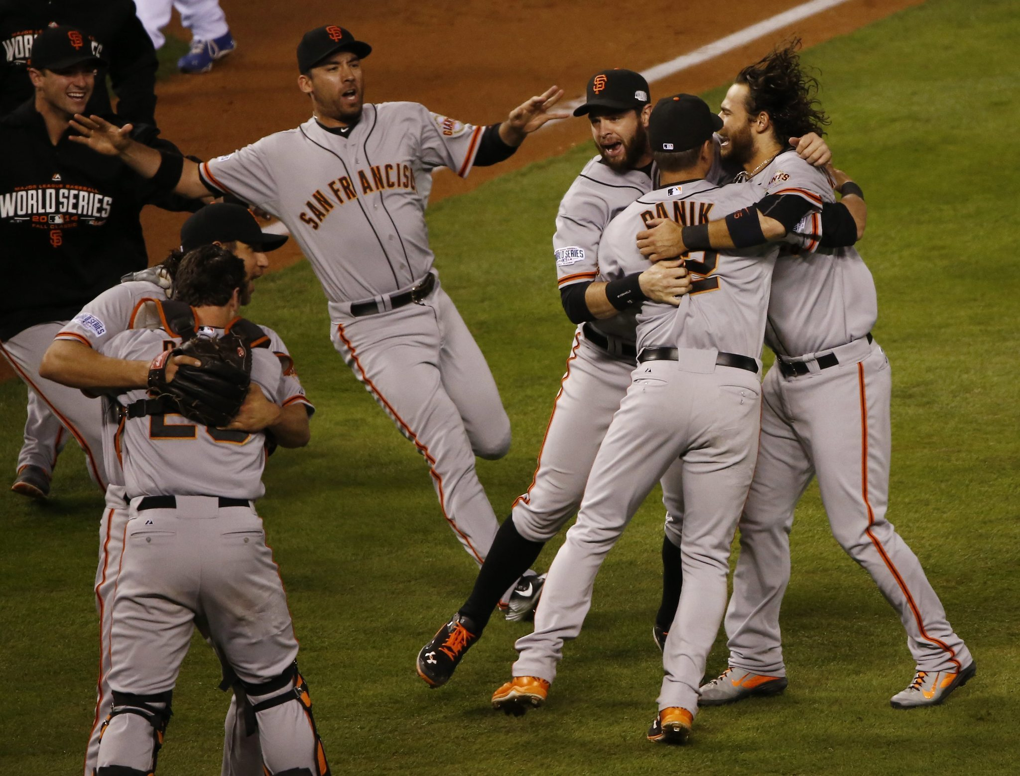Giants beat Royals 3-2 in Game 7 to win World Series