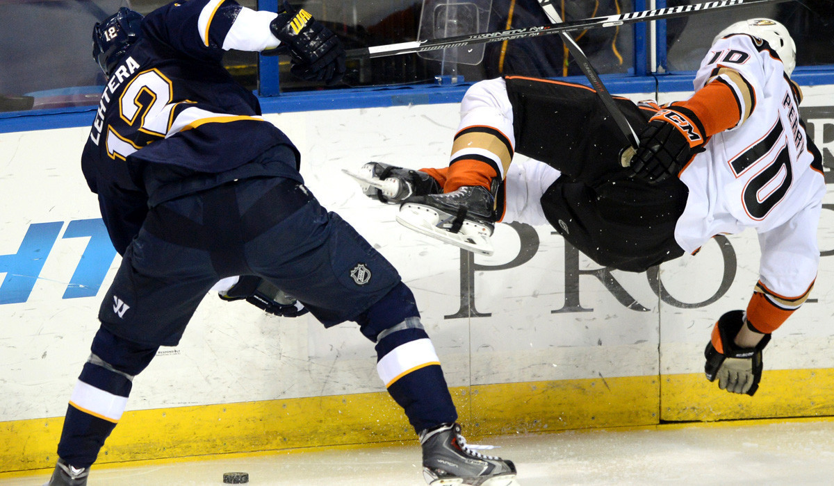 Blues win third in a row with 2-0 victory over Ducks