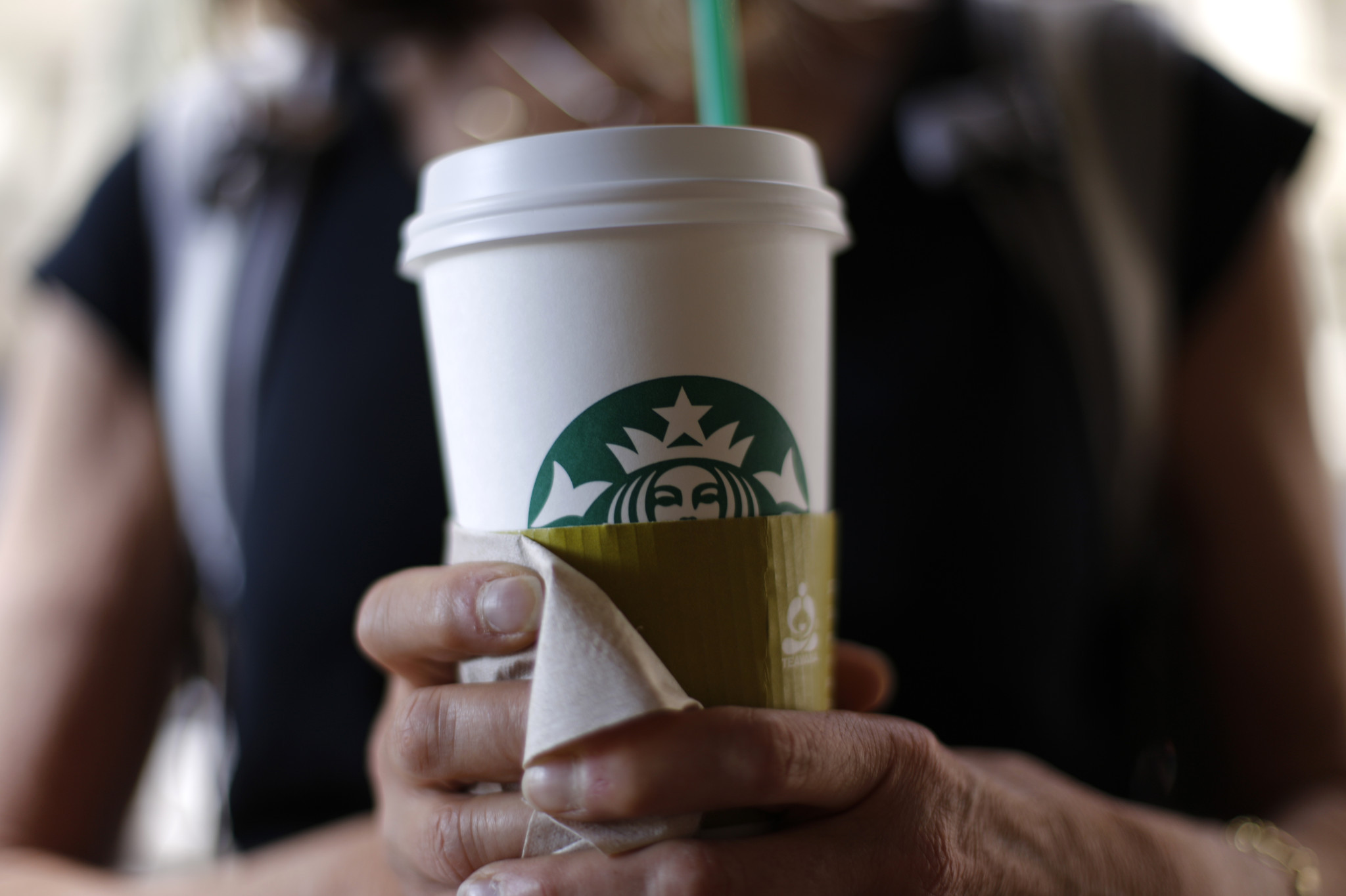 what are the expectations of starbucks customers in terms of starbucks beverages Starbucks says its profit rose 34 percent in the latest quarter as customers spent more on  loyal customers give starbucks a  in the company's expectations.