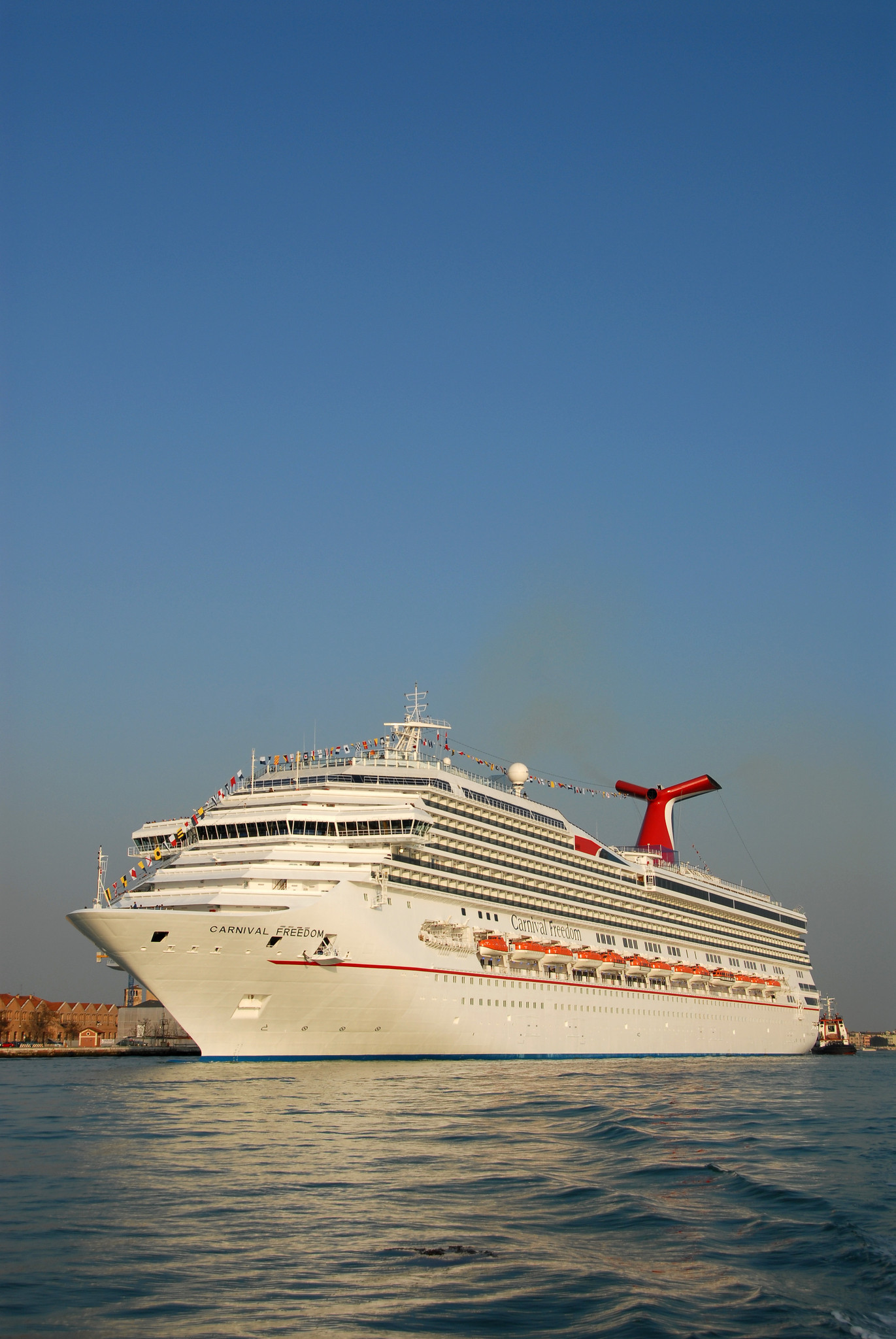 Carnival Corp PLC To Roll Out Faster Hybrid WiFi Network - Cruise ships with wifi