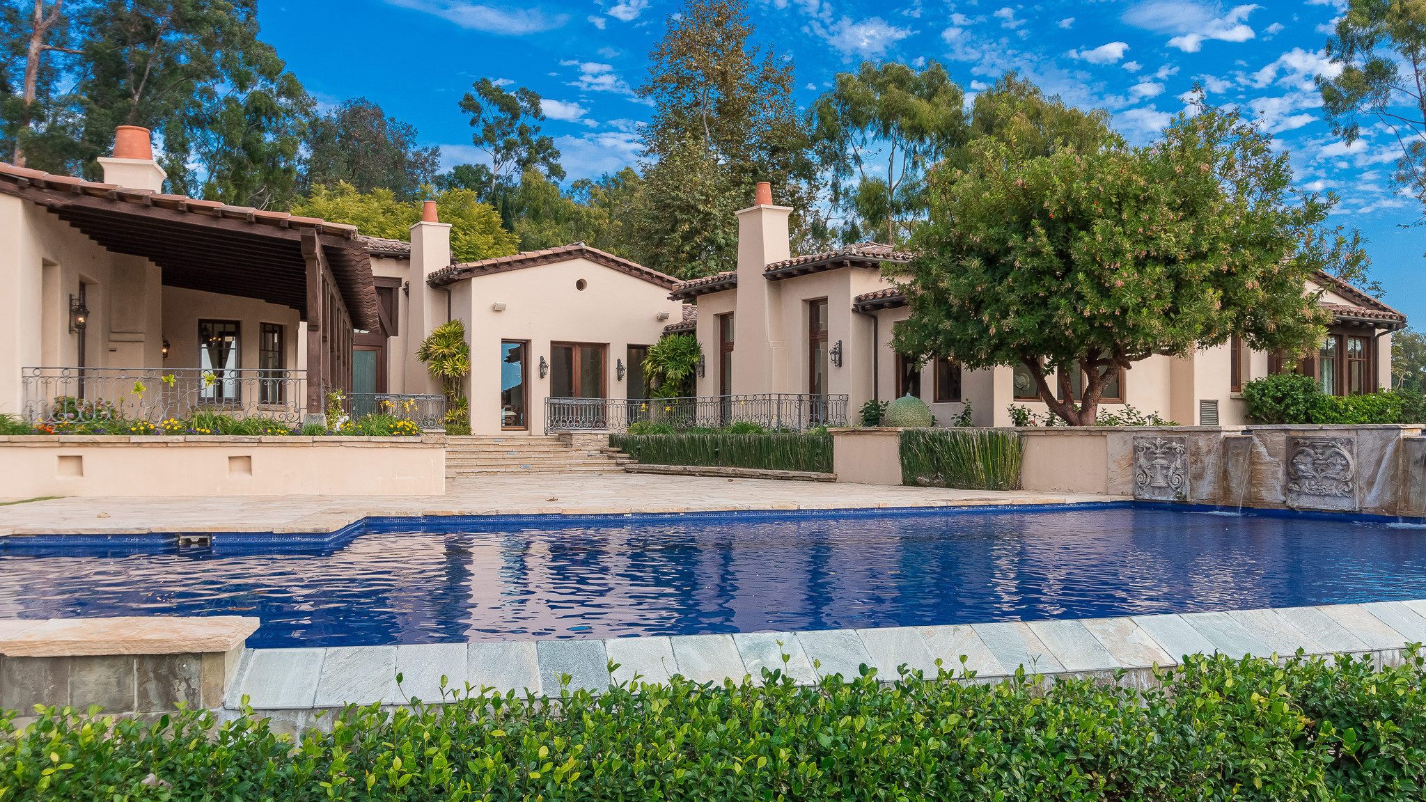Pga golfer phil mickelson prices rancho santa fe estate at for What is an estate house