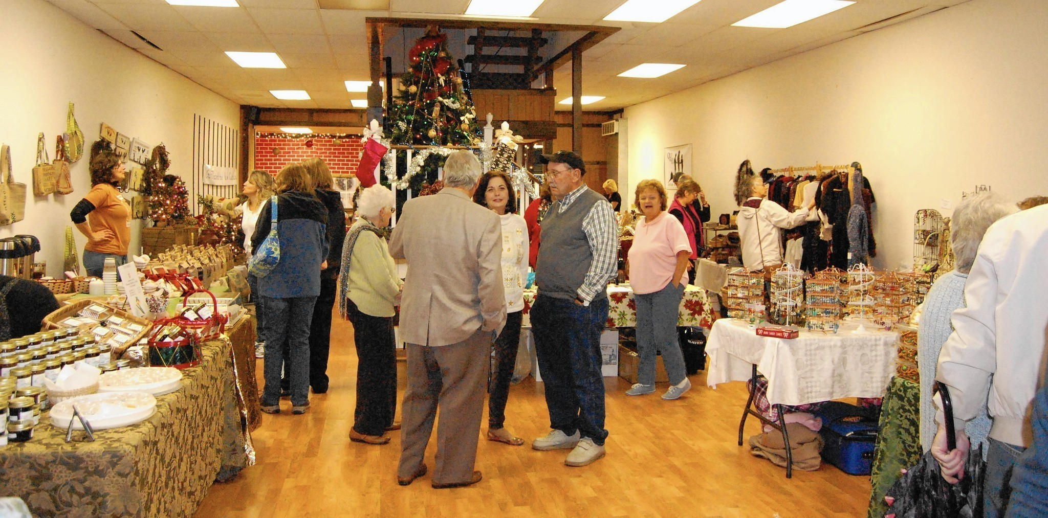 Christmas markets craft fairs abound carroll county times for Frederick county fairgrounds christmas craft show
