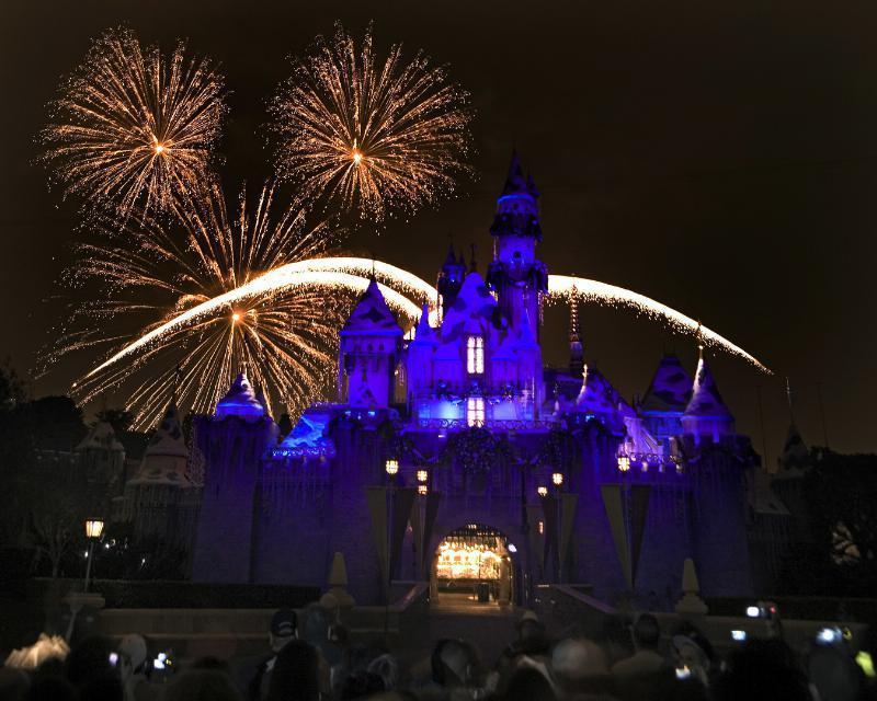 At Disneyland, 'Frozen' characters are icing on holiday festivities