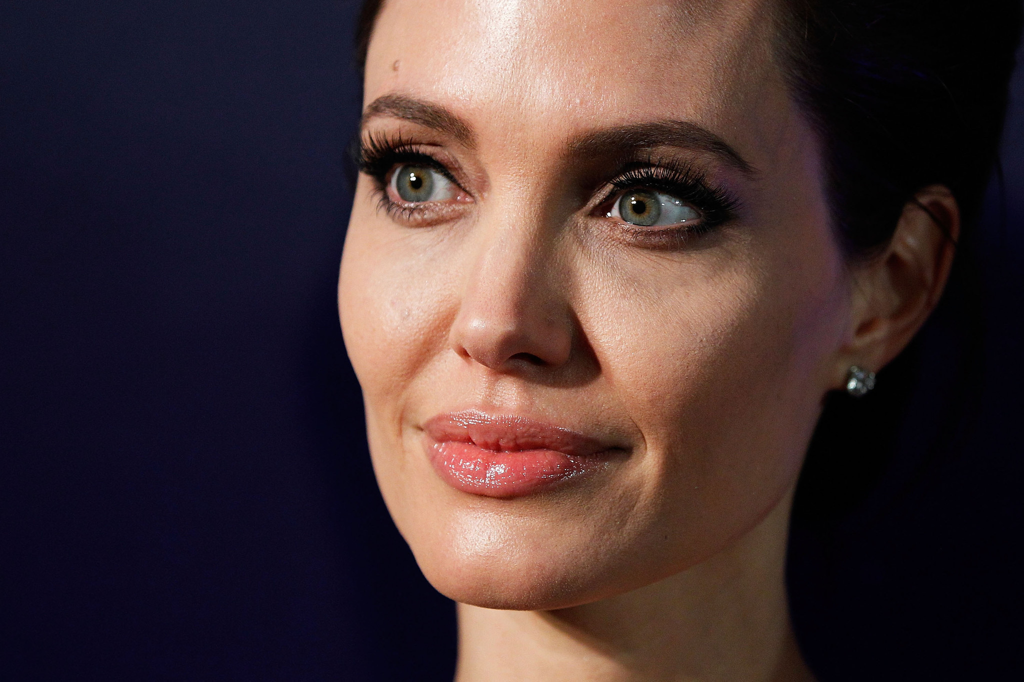 Angelina Jolie Reveals She had her Fallopian Tubes and Ovaries Removed ...
