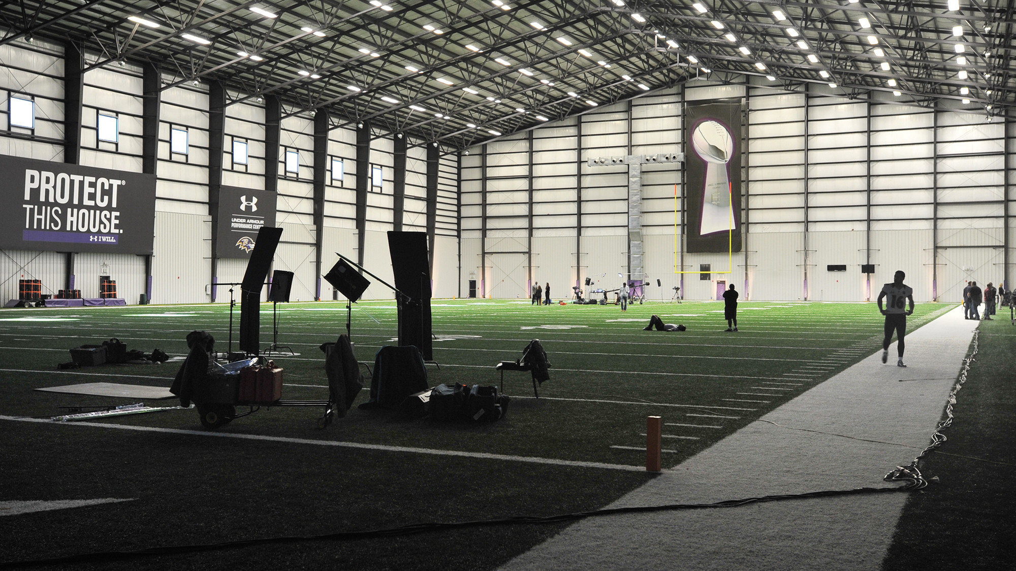 Ravens practicing indoors to simulate new orleans for Hotels near mercedes benz stadium new orleans