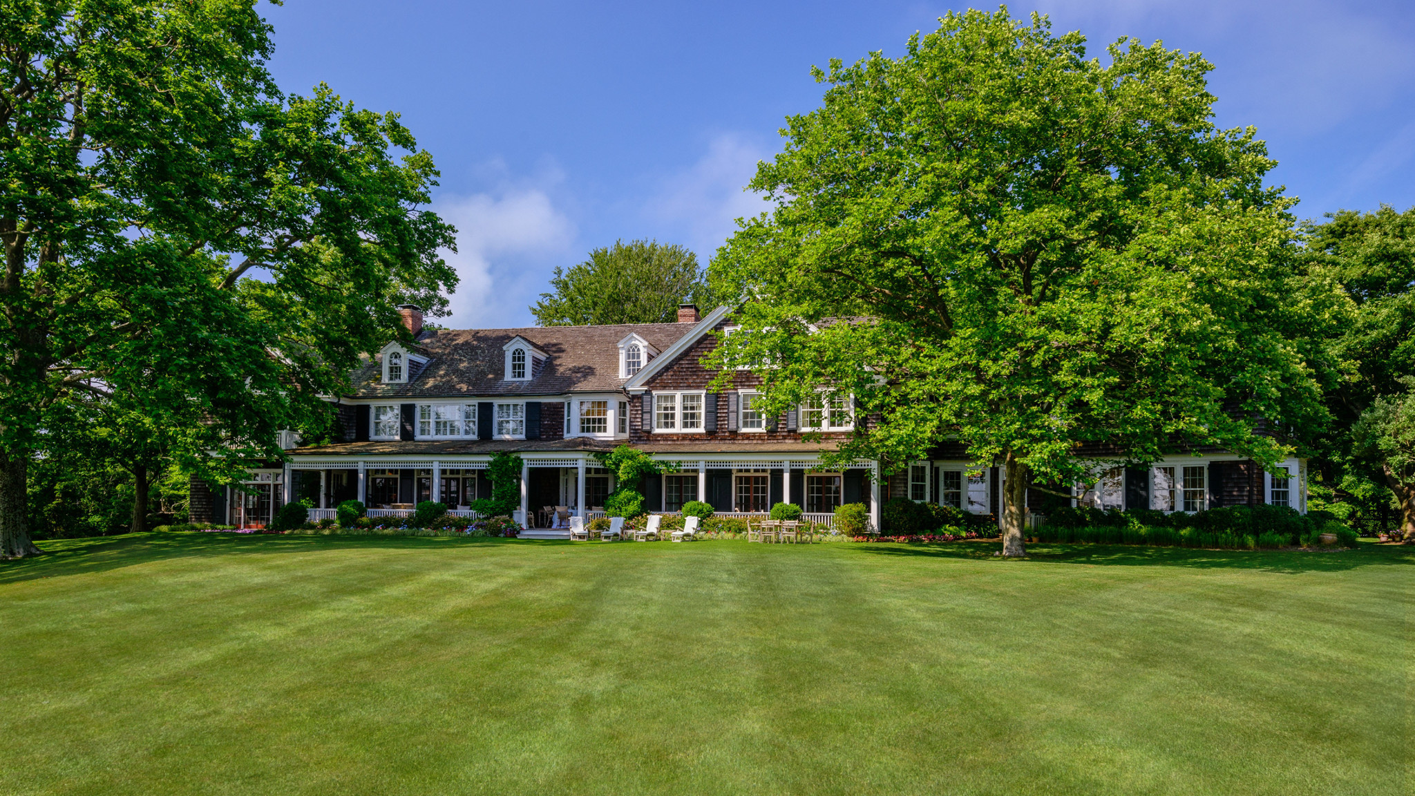 Hamptons estate gets 140 million price tag la times for Most expensive home in the hamptons
