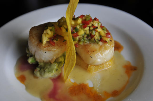 seared scallops pan seared scallops with mango jalapeno vinaigrette ...