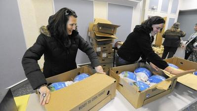 United Way, Social Services distribute 100 Thanksgiving meals to families