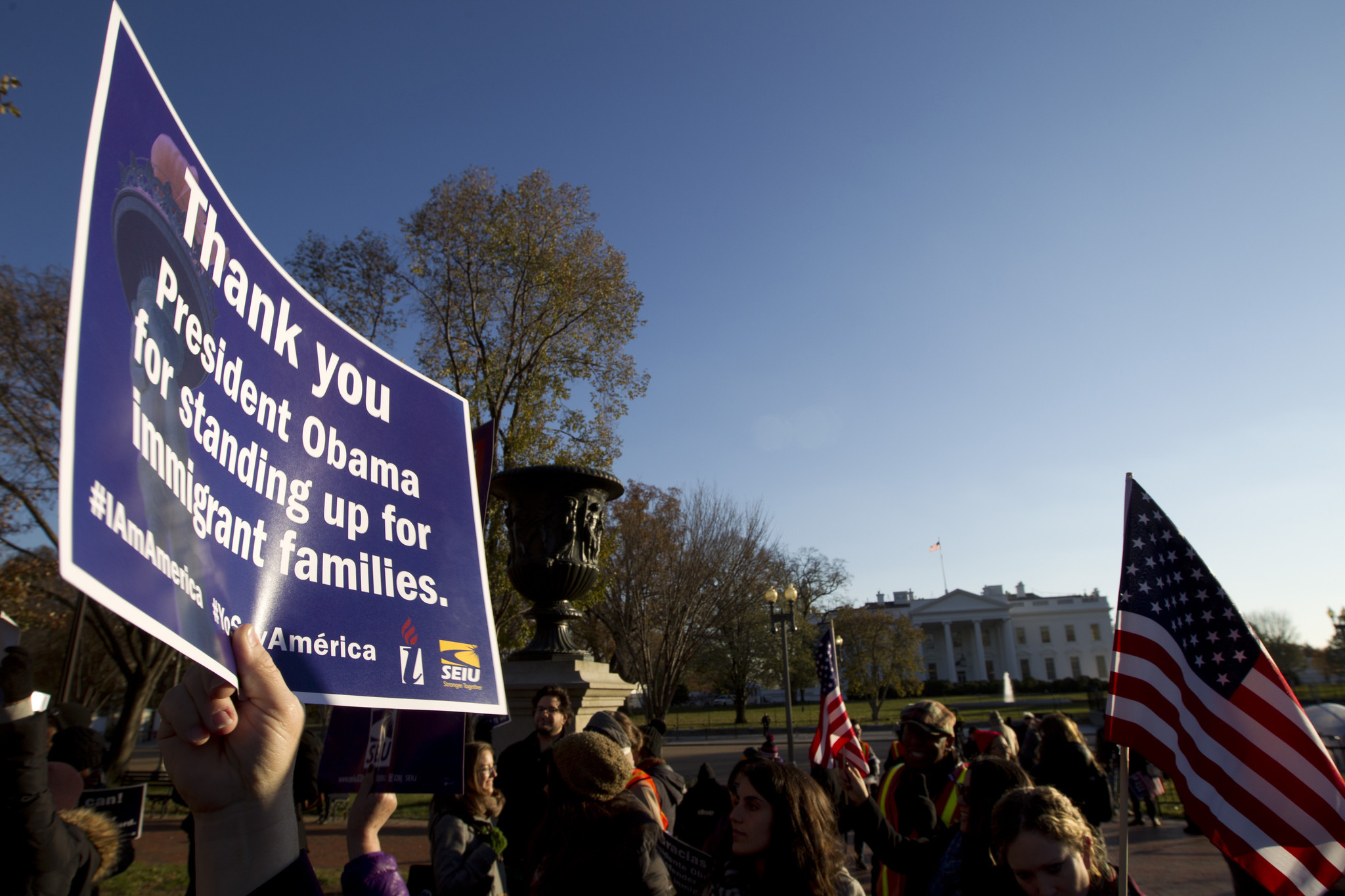 Obama defends legal reasoning behind his new immigration plan