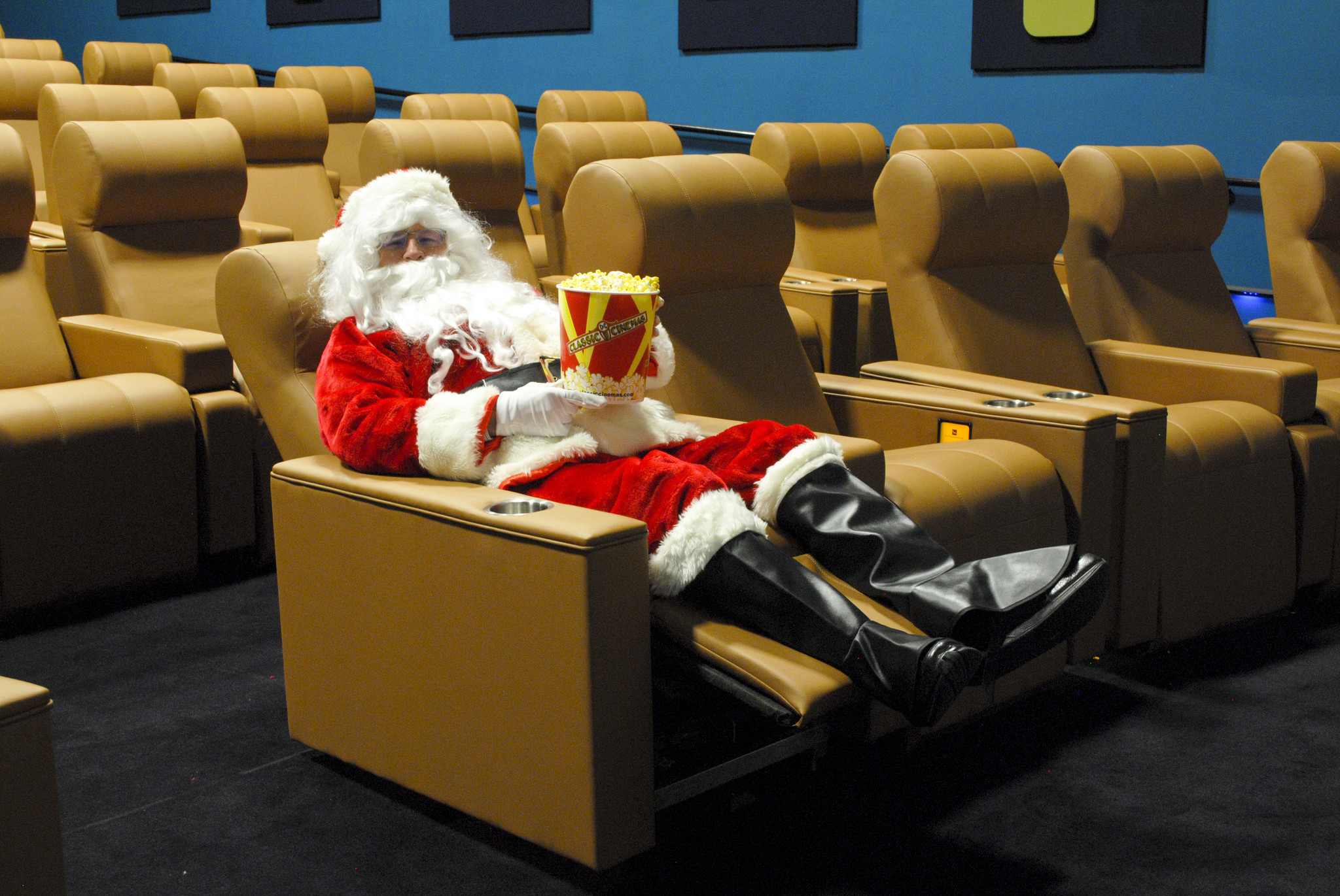 Santa Relaxes On Luxury Recliner At North Riverside Mall