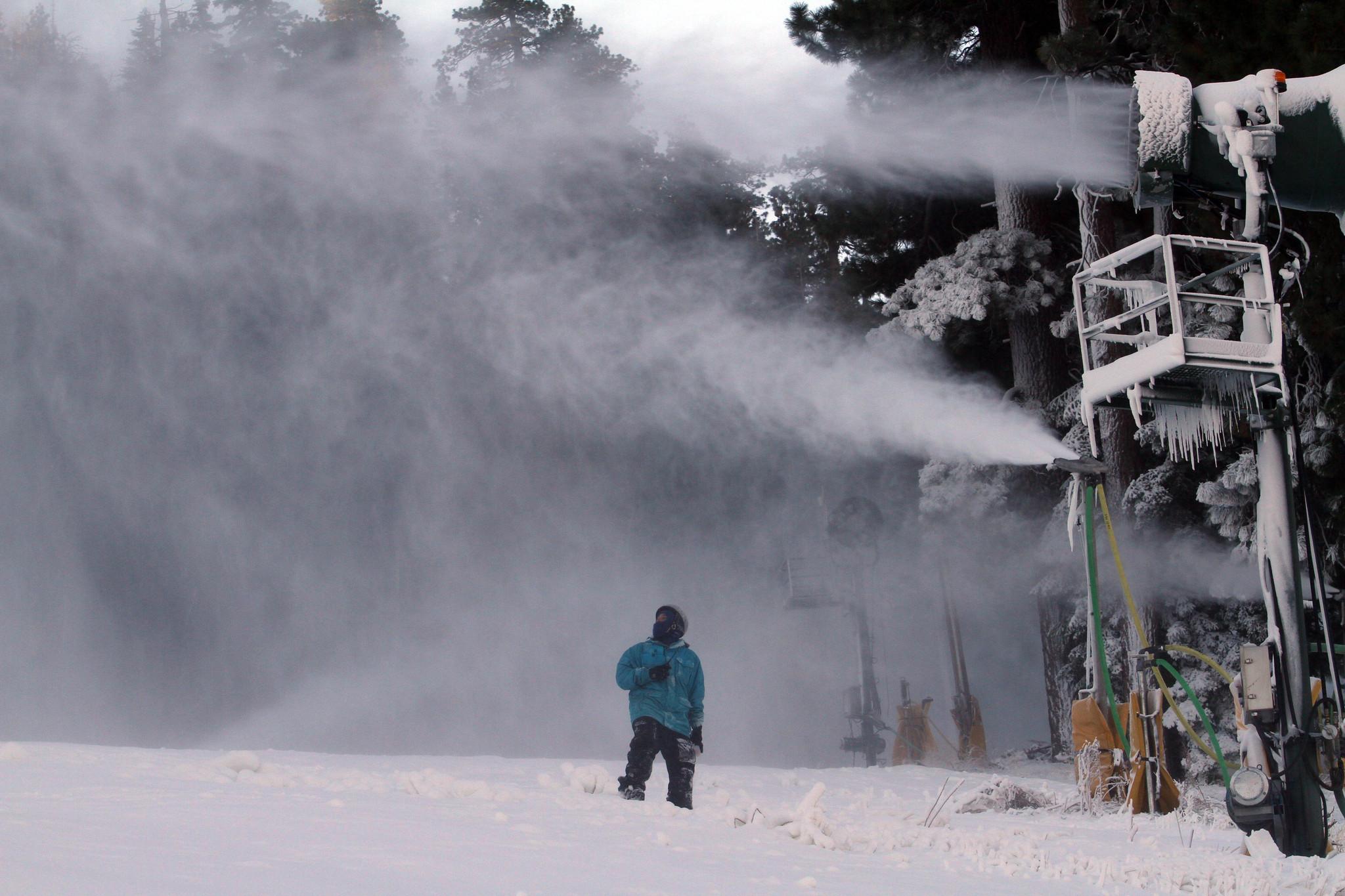 Socal ski resorts mountain high opens today snow summit for Cabins near snow summit