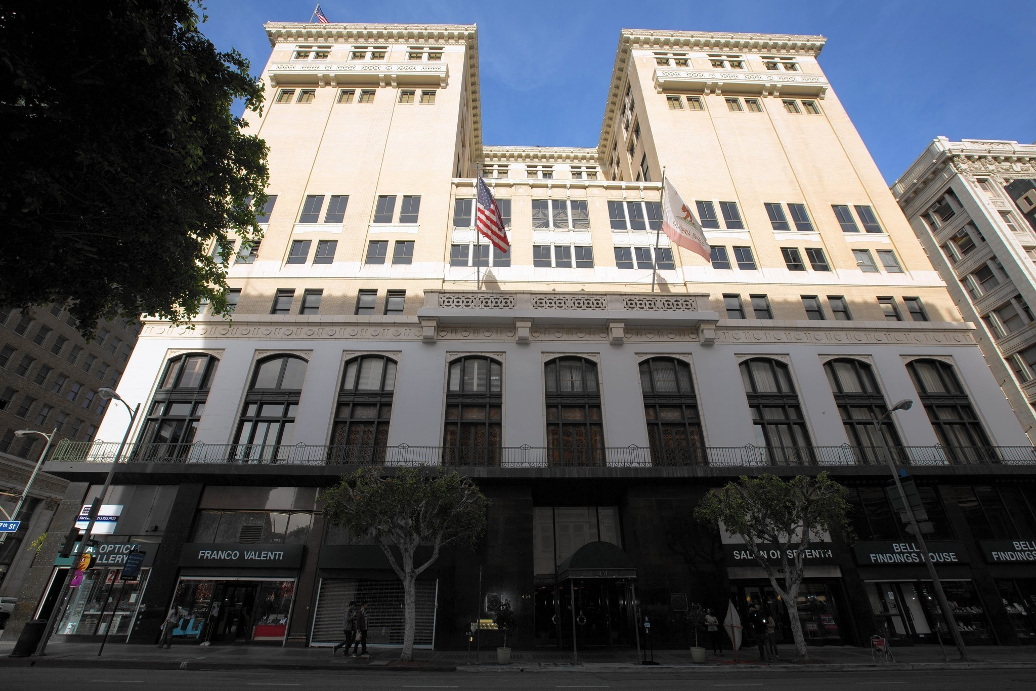 Venerable Los Angeles Athletic Club aims for more youthful look
