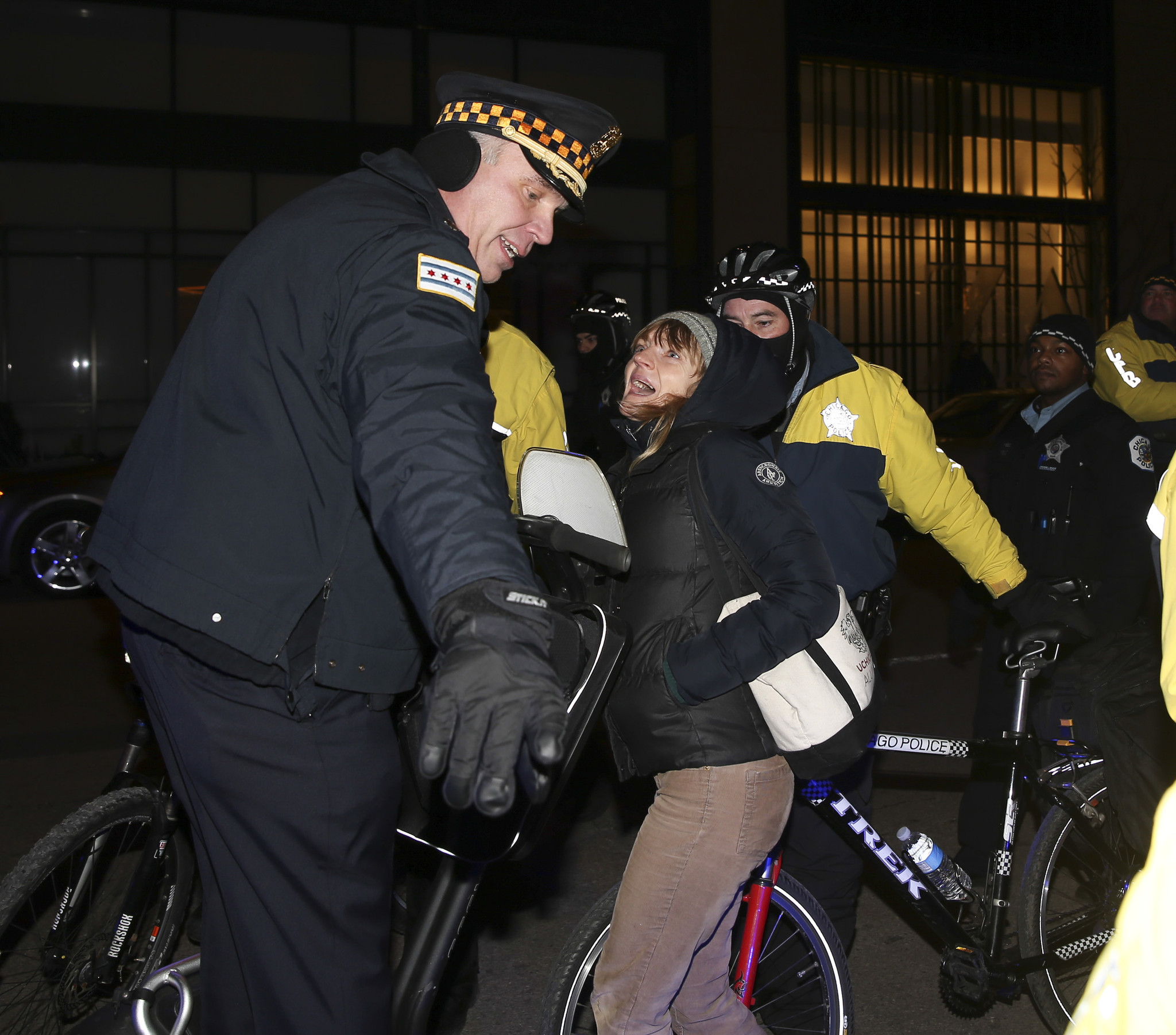 Peaceful march shuts down Lake Shore Drive after Ferguson decision