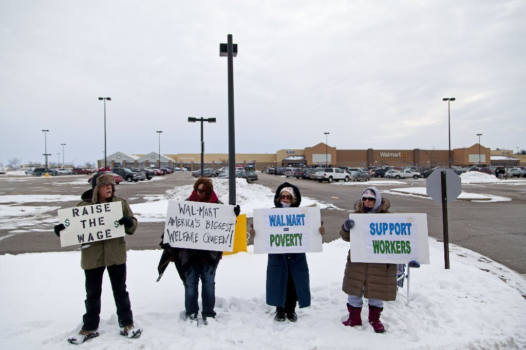 Wal-Mart protesters demonstrate nationwide for $15-an-hour pay