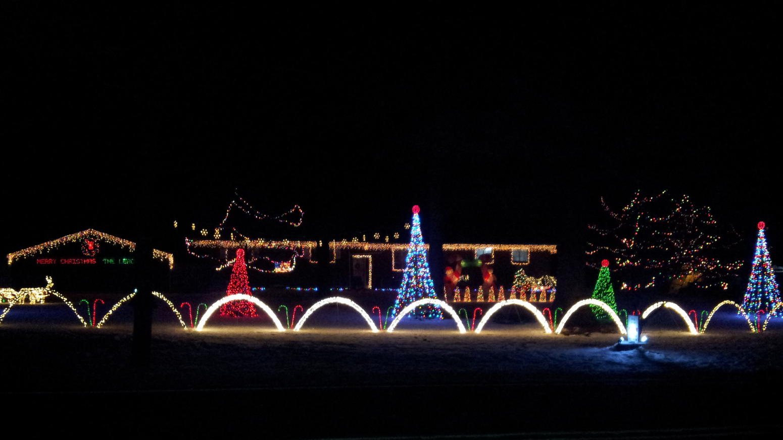 Bath Many Homes Off Highway 512 In Go All Out With Lights