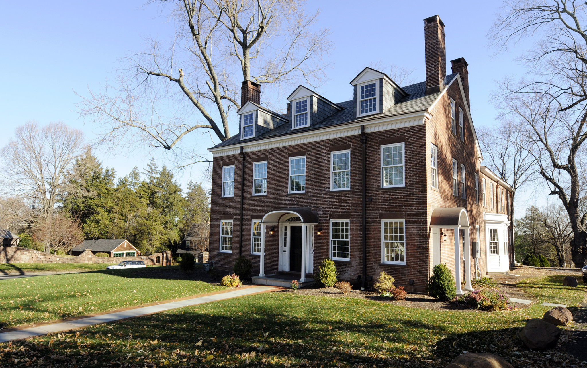 Oldest house in hartford 39 s west end sold well below list for The hartford house