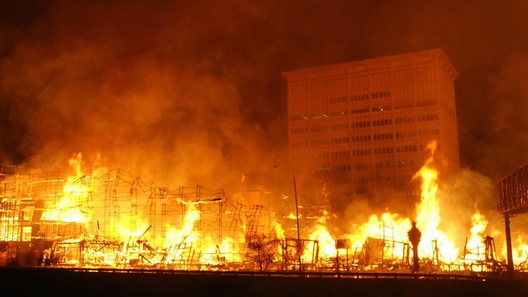 http://www.trbimg.com/img-5485c21d/turbine/la-me-ln-massive-downtown-la-fire-closes-pg-00-011/750/750x422