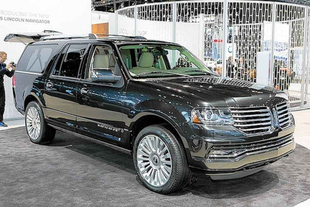 2015 Lincoln Navigator Downsizes Engine But Maintains Full