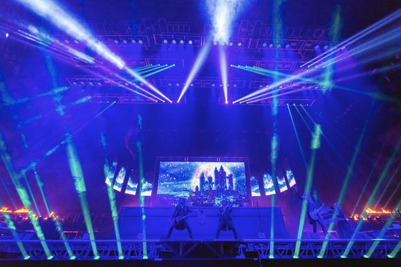 Trans siberian orchestra reaches into christmas attic at for Dining at bb t center