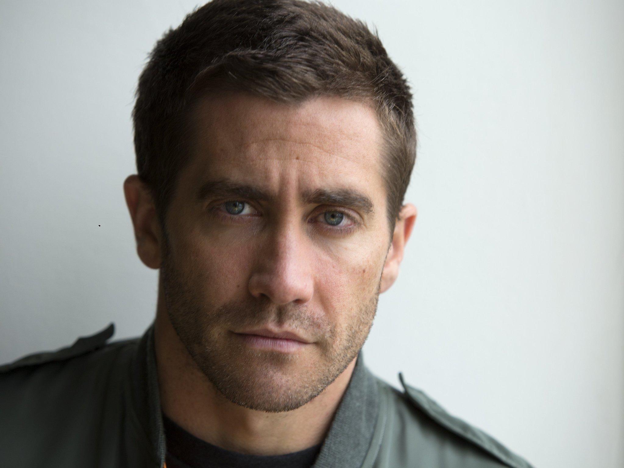 [Image: la-et-mn-sag-awards-2015-jake-gyllenhaal...n-20141210]