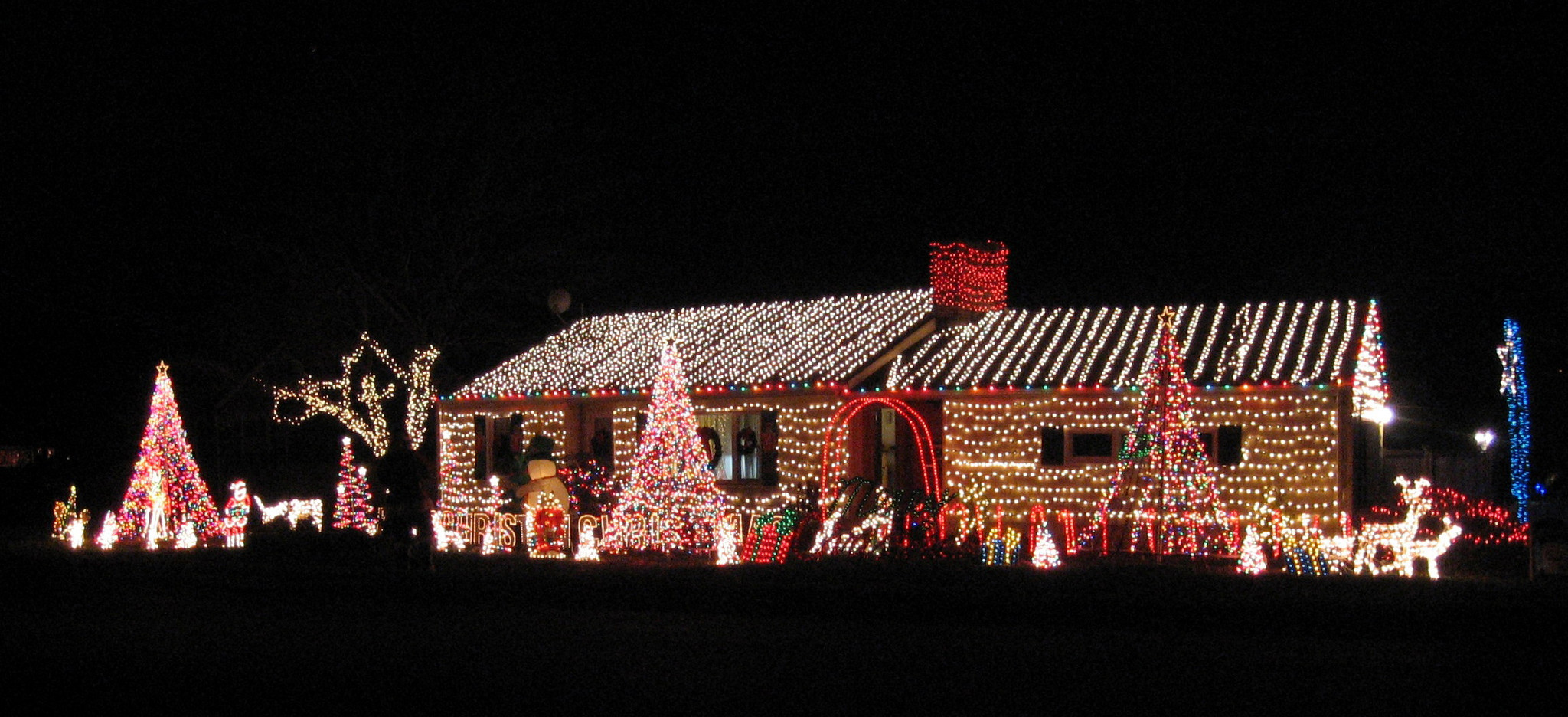 Connecticut Homes That Put Up Thousands Of Lights Attract More Fans ...