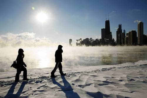 Laurie Hedlund, 34, left, and Peter Obara, 32, enjoy the view from North Avenue during record cold weather.