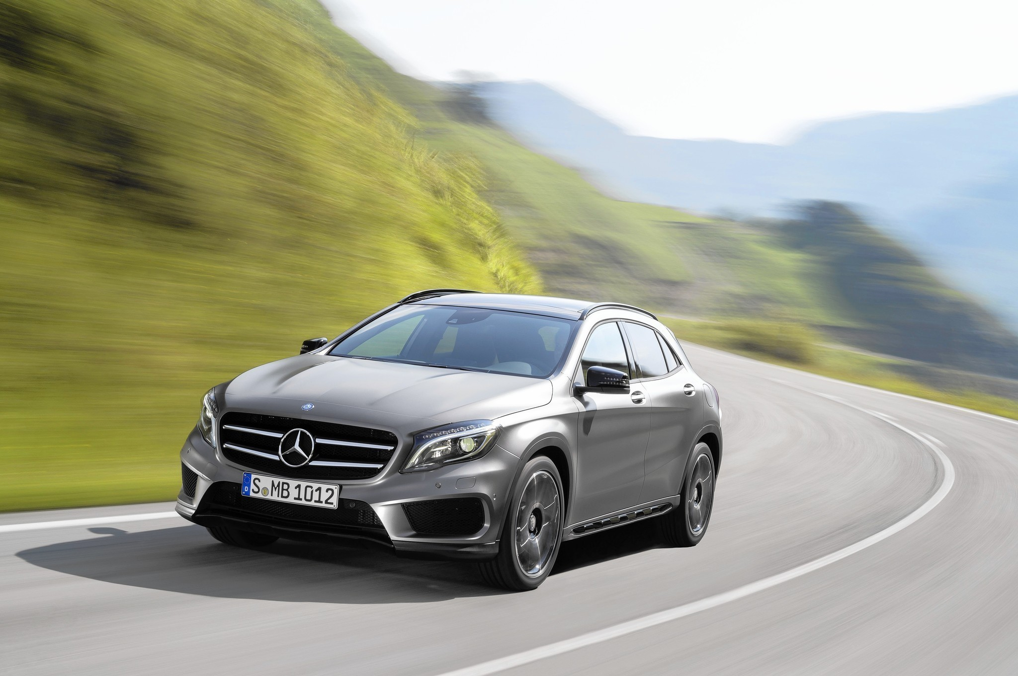 Review mercedes targets new buyers with cute but disappointing gla250 suv la times