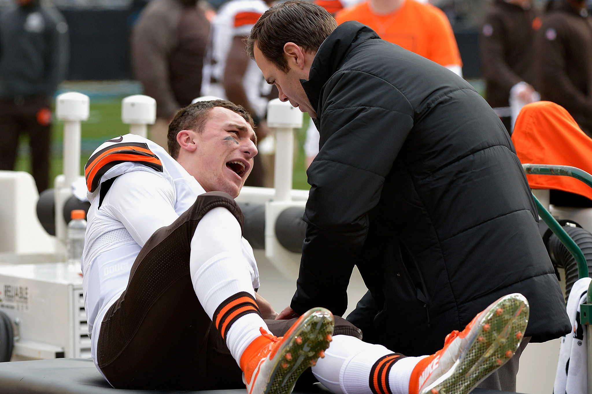 Johnny Manziel exits with hamstring injury, Browns lose