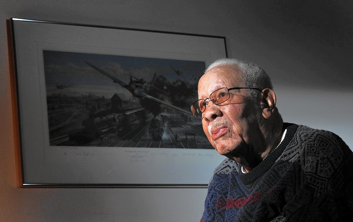 Lowell Steward dies at 95; decorated WWII Tuskegee Airman