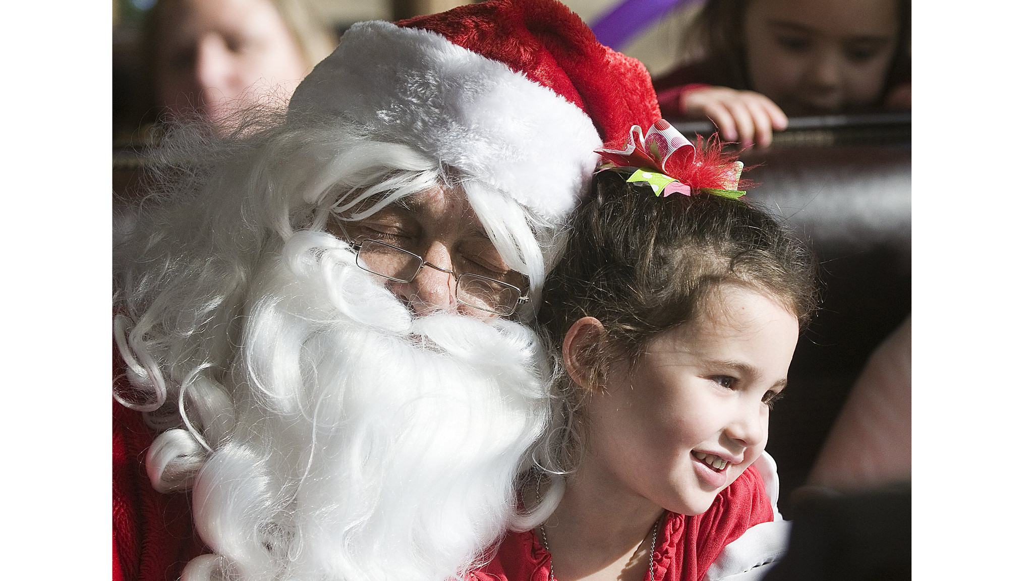 How To Tell Your Child That Santa Claus Isnt Real LA Times - Dad entertains 5 kids