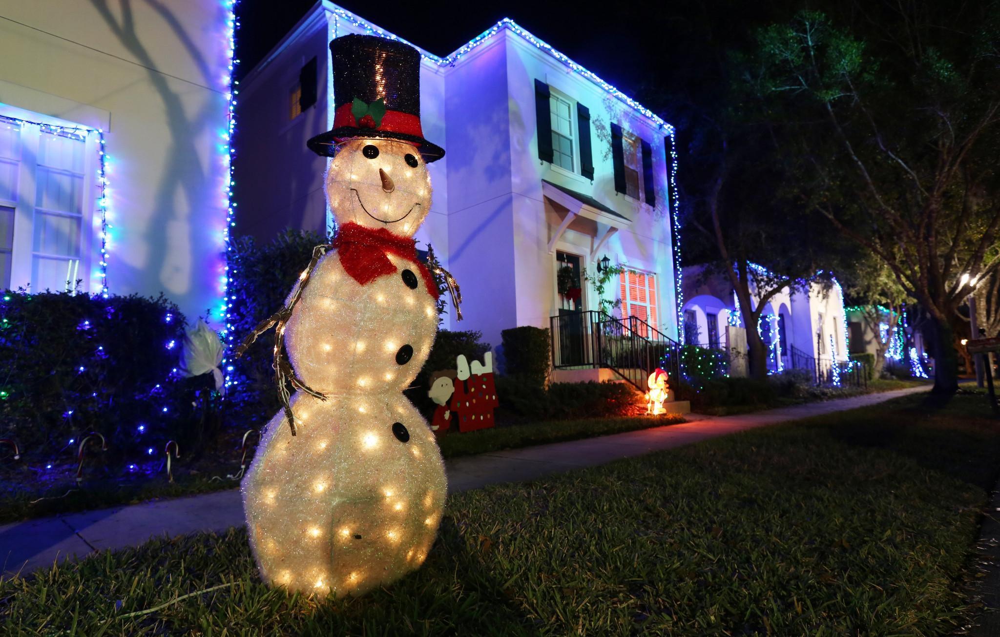 Casas adornadas con luces de navidad el sentinel - Imagenes de casas adornadas con luces de navidad ...