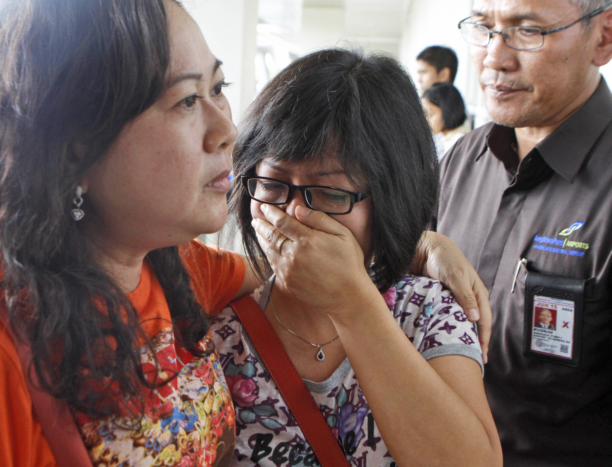 For first time, divers enter crashed AirAsia plane's fuselage
