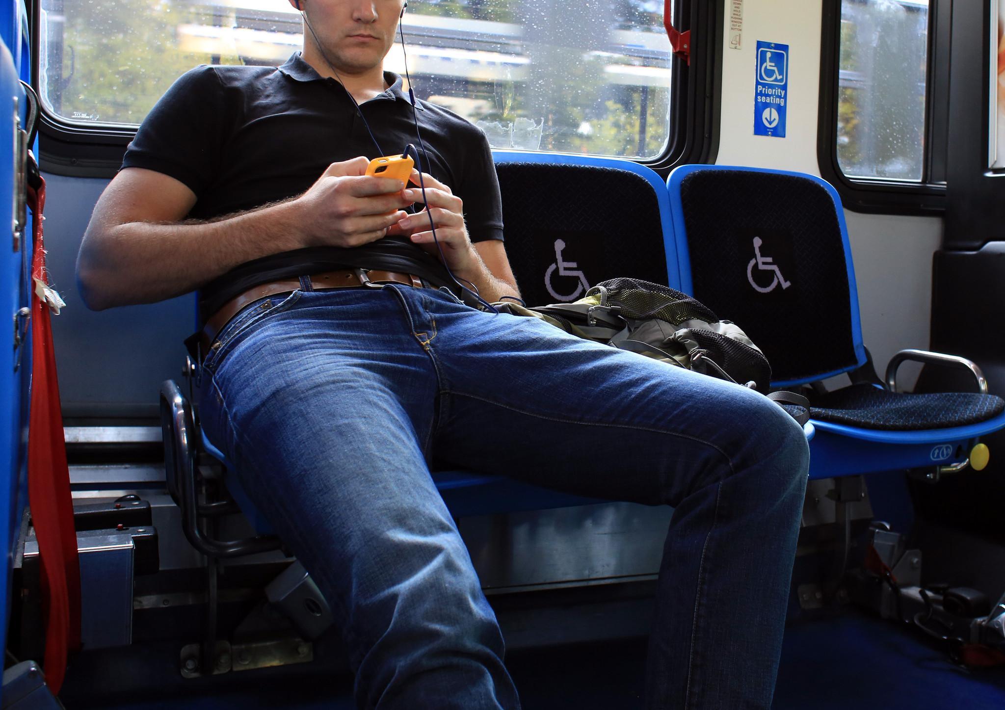 Фото девушек сидящих в метро 6 фотография