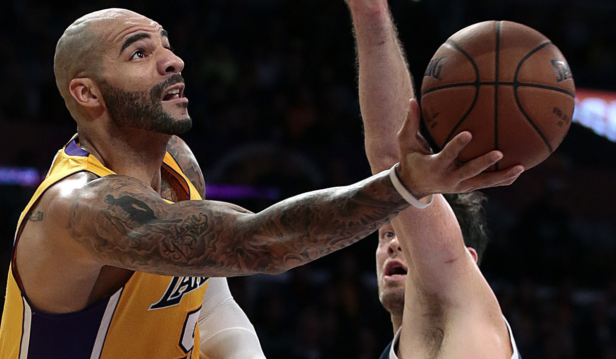 Lakers' Carlos Boozer pulls it together in unexpected ...