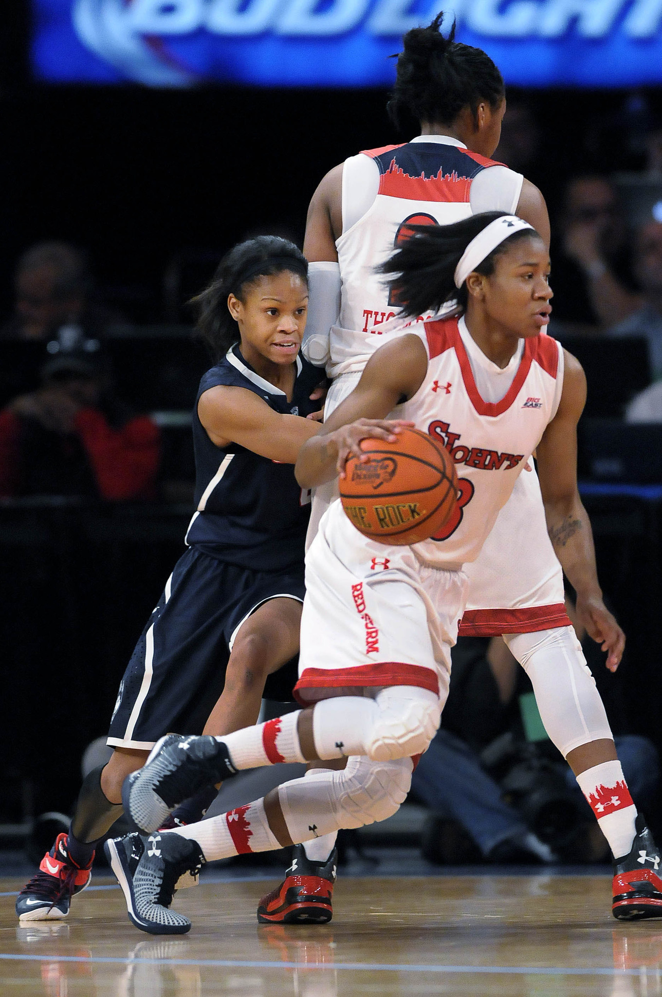 ucon women Get the latest uconn huskies news, scores, stats, standings, rumors, and more from espn.