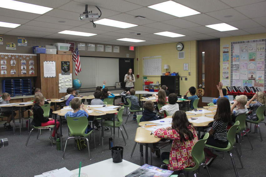 Elementary Classrooms Of The Future : Education prairie school testing classroom of future naperville sun
