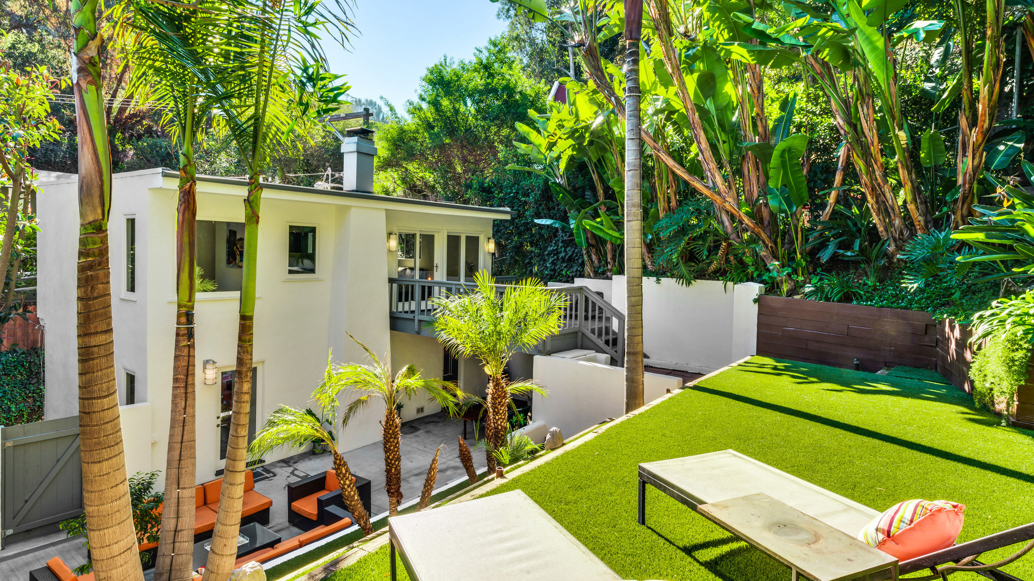 Home of the day tropical vibe in laurel canyon hartford for The laurel house